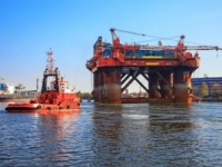 Offshore Rig ready to be towed