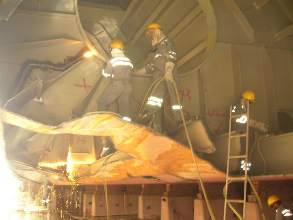 Ship's bottom hull repairs